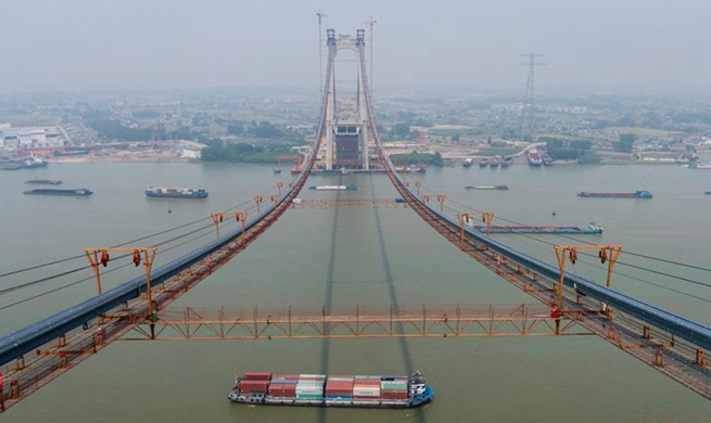 Erection of China's first road-rail suspension bridge's main cable finished