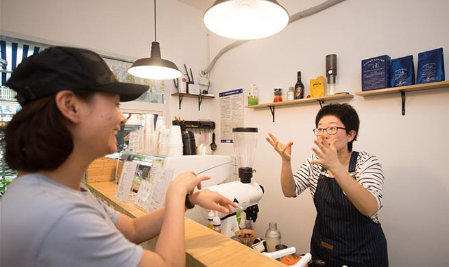 Hearing-impaired couple starts coffee shop in Hangzhou, China's Zhejiang