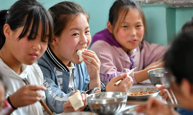 Students in China's Dingfan Primary School enjoy free, nutritious lunch at school