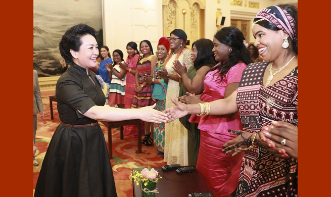 Wife of Chinese president meets international students
