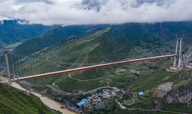 Two sides of Chishui River Bridge of Gulin-Xishui highway joined together
