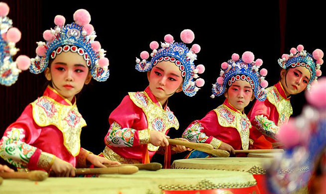 Traditional Chinese opera performed to celebrate upcoming Int'l Children's Day