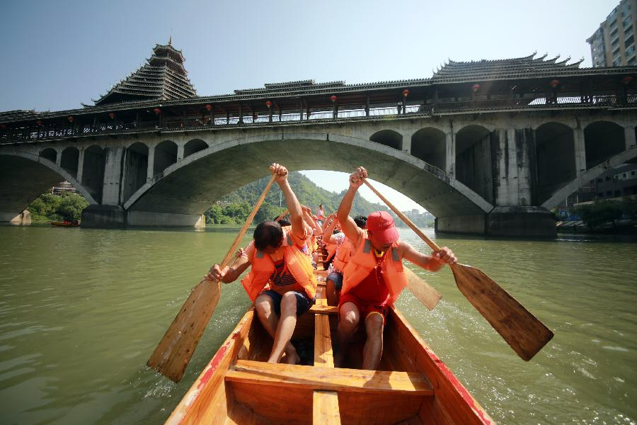 Various activities held across China to celebrate upcoming Dragon Boat Festival