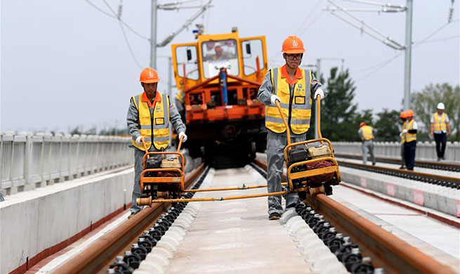 Track-laying work for Zhengzhou-Fuyang Railway completed