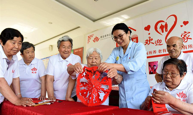Pic story: nursing home owner in Xingtai helps elderly people enjoy twilight years