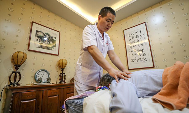 Highlights of traditional Chinese medicine tour during Summer Davos