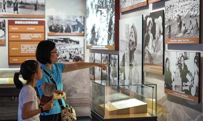 Exhibition marking Tibet's 60 years of democratic reform held in Beijing