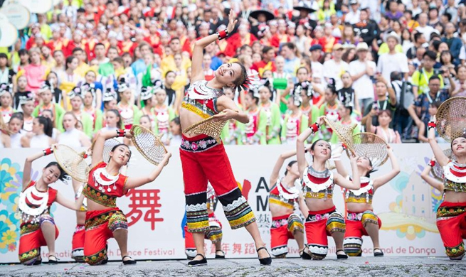 Parade of International Youth Dance Festival held in Macao