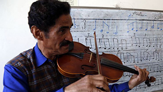 Feature: Yemeni youngsters learn music to get rid of pain, stress caused by war