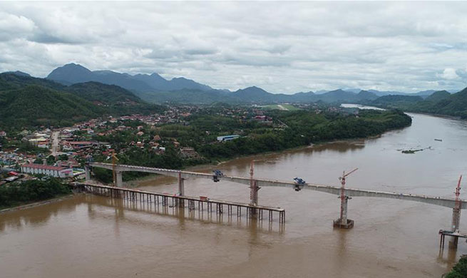 Main section of China-Laos Railway bridge over Mekong River completed