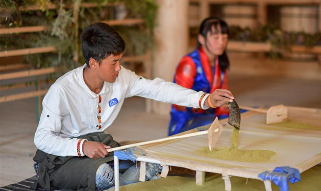 In pics: traditional Tibetan incense making