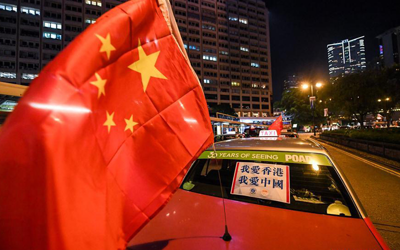 Taxis rally in Hong Kong calls for peace, restoring order