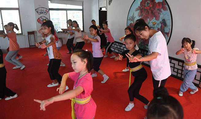 Classes set up for pupils to inherit Kun Opera culture in China's Jiangsu