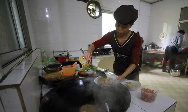 Female chef's scrumptious dishes helps her family shake off poverty in China's Jiangxi