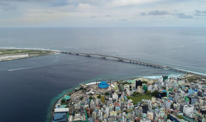 Xinhua Headlines: Chinese-built bridge starts new life for Maldivian locals