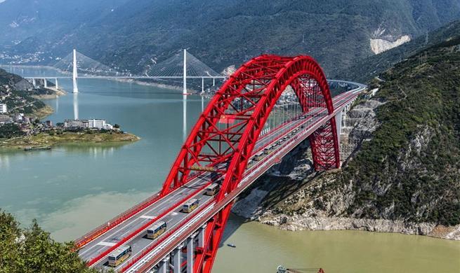 Zigui Yangtze River Bridge opens to traffic in C China's Hubei