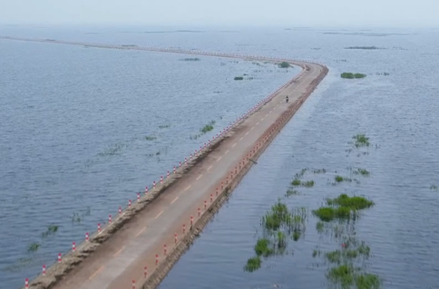 #AmazingChina: The road under the water