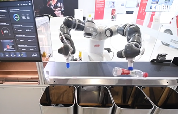 A garbage-sorting robot makes its debut at CIIE