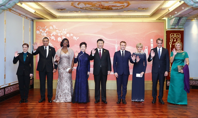 Xi Focus: Xi hosts banquet for guests attending int'l import expo