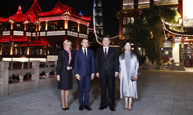 Xi and his wife meet French president and his wife