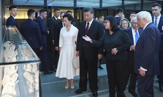 Chinese, Greek presidents visit Acropolis Museum