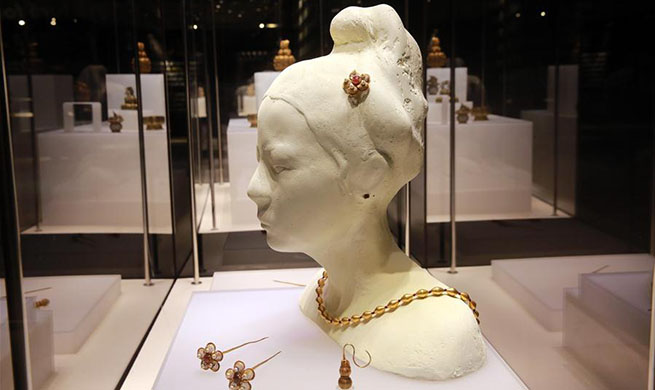 Chinese royal goldware of Ming Dynasty on display in Romania