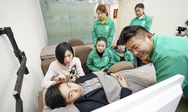 Pic story: ear cleaning master in Chongqing