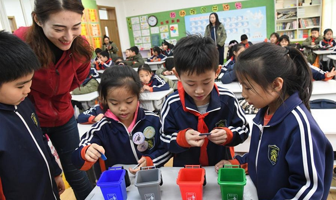 Volunteers in east China's Shandong help pupils better understand necessity of garbage classification