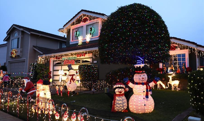 In pics: light decorations on Christmas Eve in South San Francisco