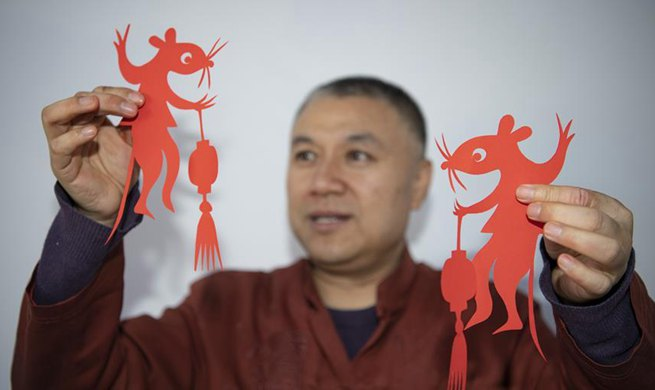 Artist inherits, develops paper-cutting skills for over 40 years in China's Shanxi