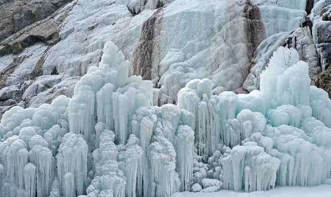 In pics: frozen waterfall at cliff painting scenic spot in Yinchuan
