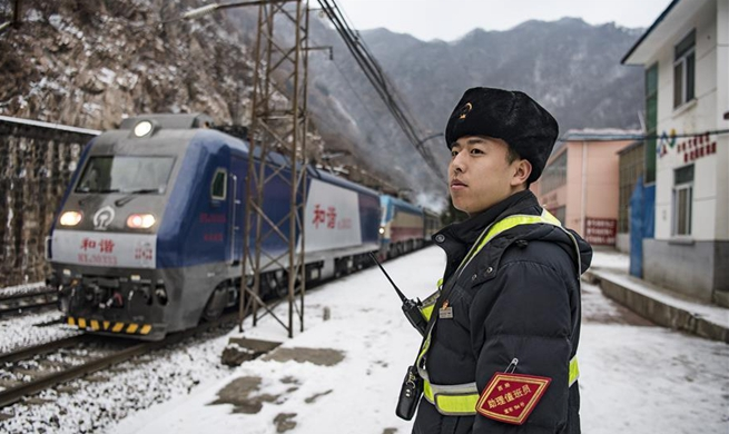 Pic story of staff members at Qingshiya Railway Station in NW China