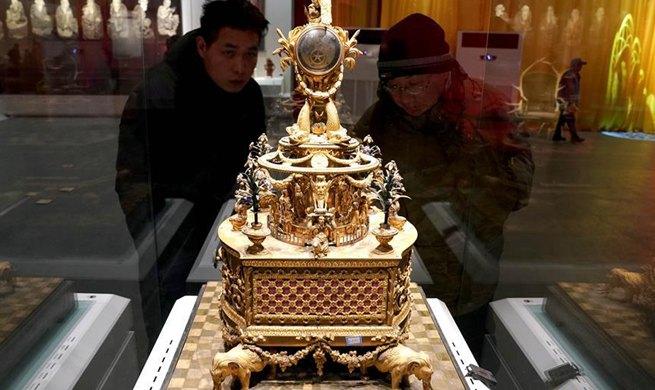 Exhibition showcasing cultural relics of Emperor Qianlong kicks off in Zhengzhou