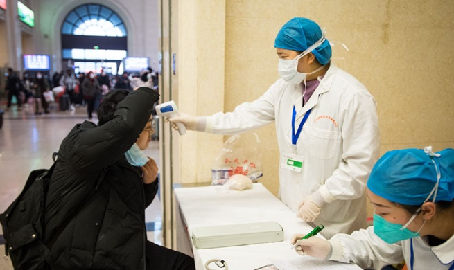 Xinhua Headlines: China goes all out to contain novel coronavirus amid travel rush
