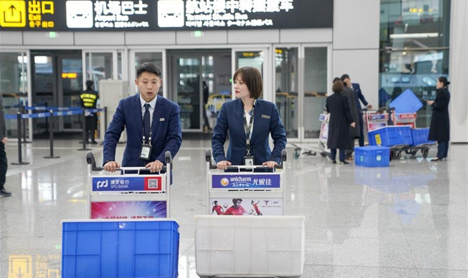 Airport couple's daily life during Spring Festival travel rush in Chongqing
