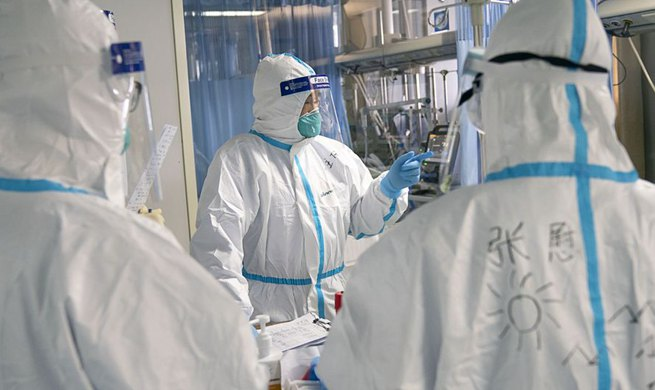 Xinhua Headlines: China mobilizes medical teams to fight new coronavirus