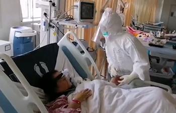 """Keep fighting!"" Chinese doctors bring comfort, strength to coronavirus patients"