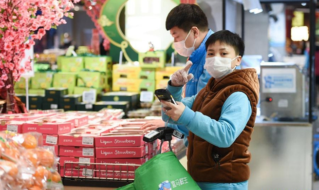 """Catering enterprises in Beijing conduct """"staff-sharing"""" amid epidemic"""