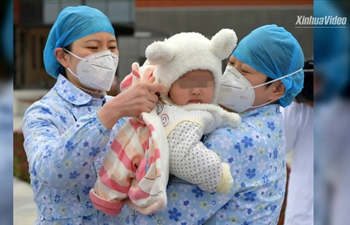 """7-month-old coronavirus patient discharged, accompanied by 7 """"nurse mothers"""""""