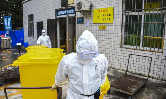 Sanitation workers in Hubei collect and transfer medical waste