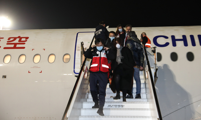 China's expert team, medical supplies fly into Rome