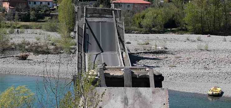 Bridge collapses in central Italy, one slightly injured