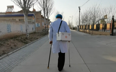 One-legged doctor stands tall to protect villagers