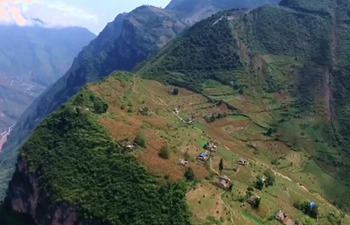 Villagers' new life on clifftop| Stories shared by Xi Jinping