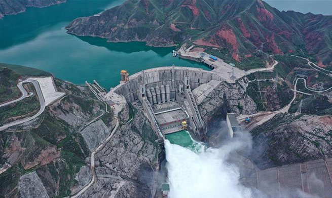 Lijiaxia Hydropower Station opens gate to release water