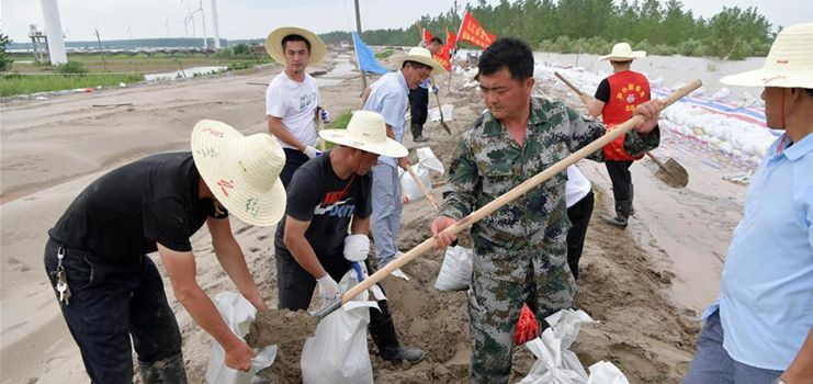 Secretary of Liuzhou village branch of CPC and villagers stick to posts to protect embankment, islet