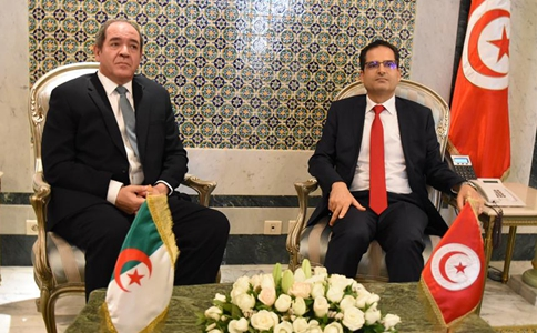 Tunisian FM meets with Algerian counterpart in Tunis
