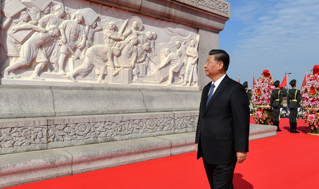 Xi Focus: Xi pays tribute to national heroes at Tian'anmen Square