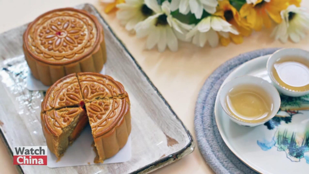 Mooncakes: time-honored tradition and newly developed fashion