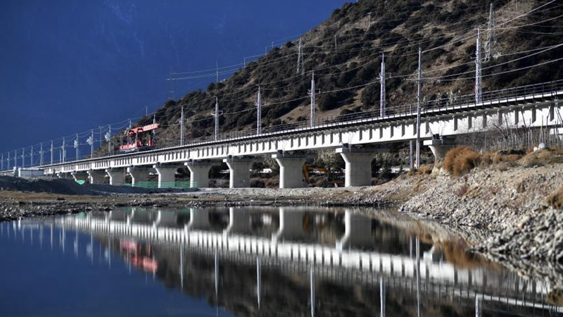 Track-laying work completed for railway in China's Tibet